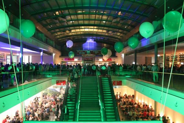 Event: Foyer einer Messehalle bei einer Hausmesse. Wir als Eventagentur waren für die Full-Service-Organisation zuständig.