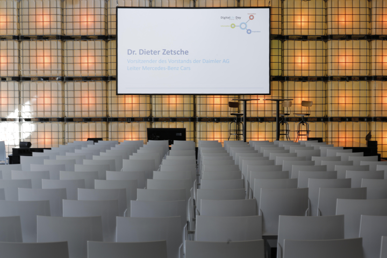 Event: Location vor einer Keynote-Rede bei einem Kongress Digital Life Day von Daimler. Wir als Eventagentur waren für die Organisation und Koordinierung zuständig.